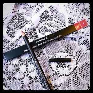 MAC Lip Liner